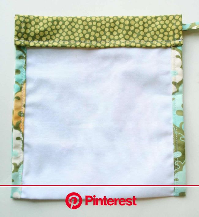 My older sister (seamstress extraordinaire) makes her own gift bags to be reused for Christmas each year. Bri… | Drawstring bag tutorials, Sewing bag,