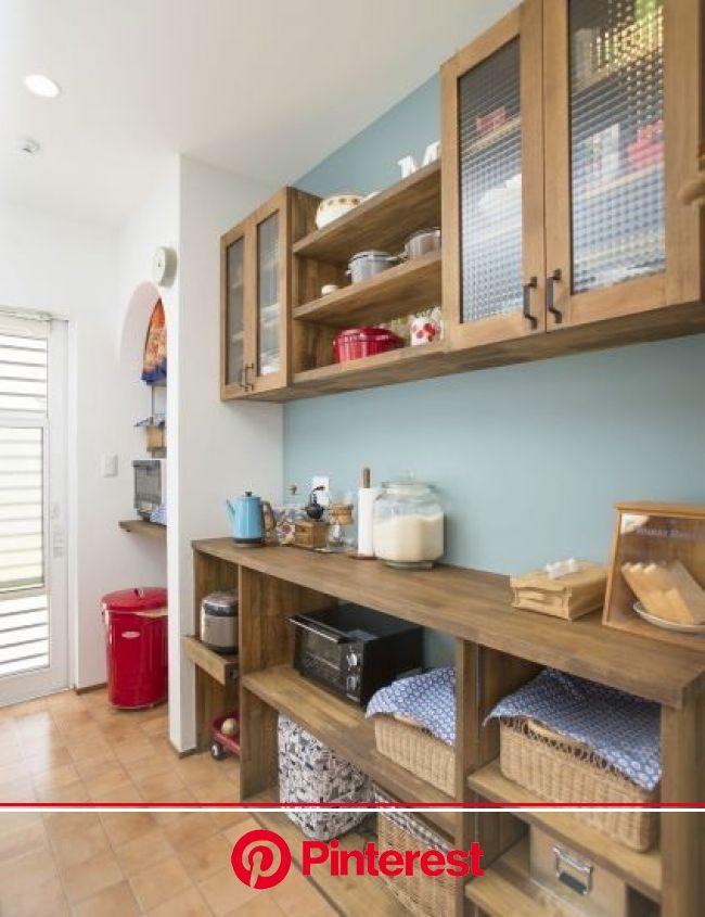 『かわいい家photo』では、かわいい家づくりの参考になる☆ナチュラル、フレンチ、カフェ風なおうちの実例写真を紹介しています。 | キッチン 収納 造作, キッチンアイデア, 収納 造作 #beauty,#skincare